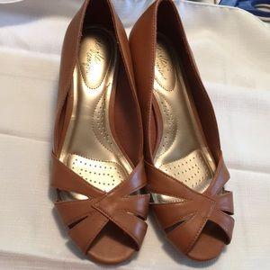 Like new Dexflex Comfort shoes pumps heels 7W